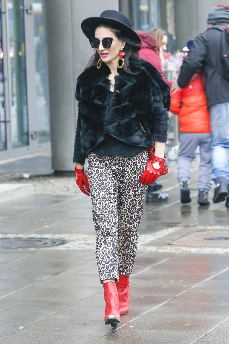 fb27fd89f0c0c Steczkowska jak pantera wychodzi ze studia DD TVN! Opowiadała o ...